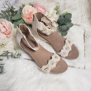 Lucky Brand Wedges with woven design 8.5/39